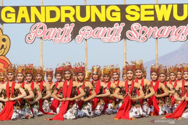 Atraksi 1.300 penari Gandrung Banyuwangi memukau penonton dan wisatawan