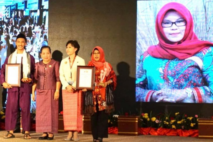 Amalia the bekantan conservationist receives ASEAN award