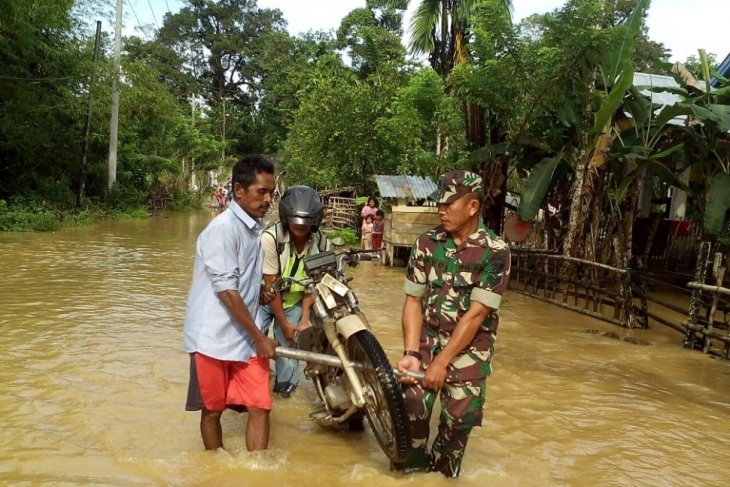 Flood inundates hundeds of homes in Aceh