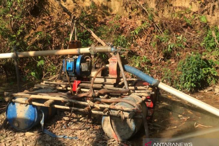 Tim gabungan Bangka Barat tangkap penambang liar di Bukit Menumbing