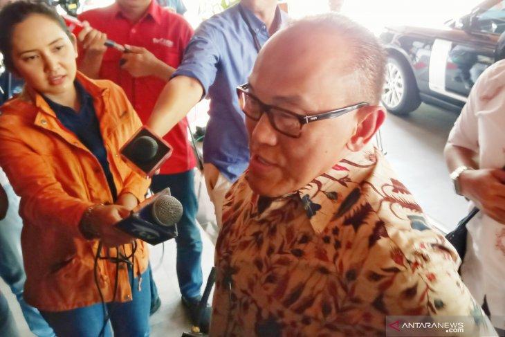 Aburizal Bakrie besuk Wiranto di rumah sakit