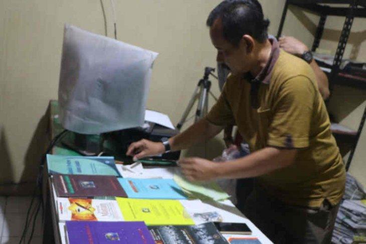 Densus 88 amankan terduga teroris di  Cirebon