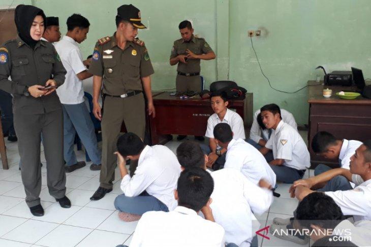 Satpol PP Rejang Lebong amankan 25 pelajar membolos sekolah