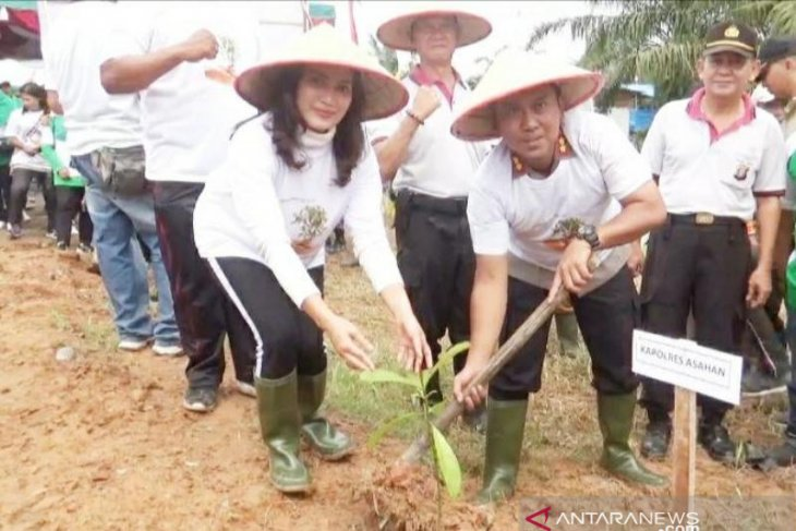 Polres Asahan tanam ribuan pohon di sepanjang  Sungai Sei Silo