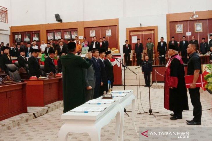 Empat Pimpinan DPRD Babel resmi dilantik