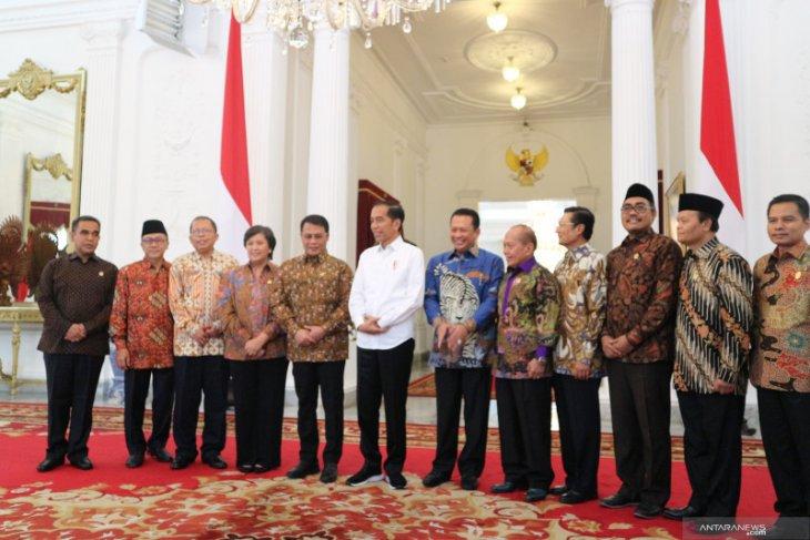 Presiden Jokowi sebut masih akan ada muka lama di kabinet baru