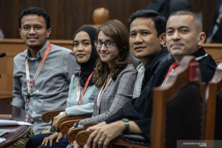 Usia dewasa dalam gugatan empat politisi muda dipertanyakan Hakim MK