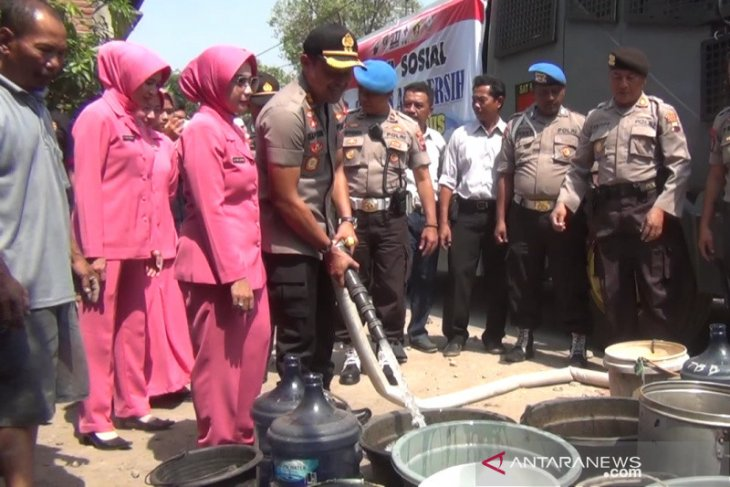 Mobil water canon untuk salurkan air bersih oleh Polres Kudus