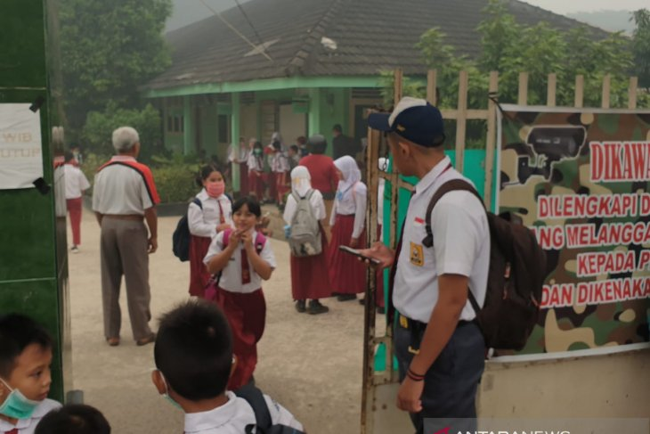 Sekolah di Palembang perpanjang libur akibat asap