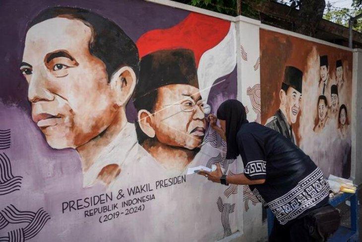 Mural bergambar  Joko Widodo-Ma'ruf Amin
