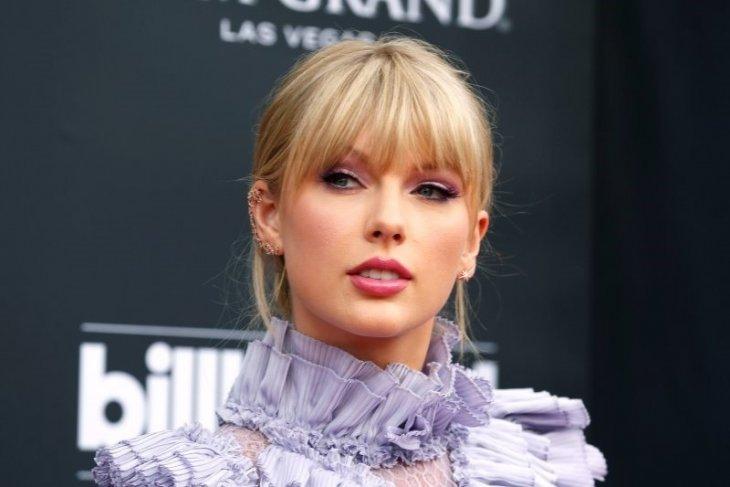 Taylor Swift dianugerahi