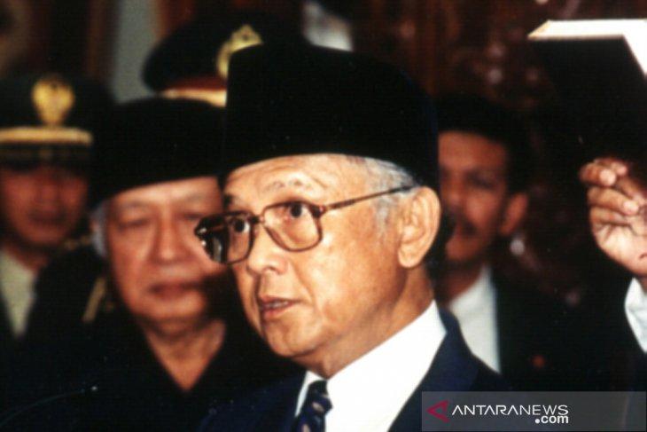 Catatan sejarah - Para presiden di tengah badai politik