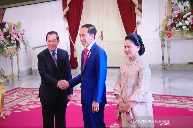 Jokowi tawarkan produk Inka ke PM Kamboja Hun Sen