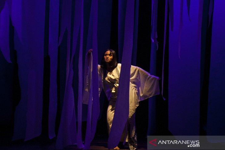 Teater Morito dan Dua Pelayan di Rashomon