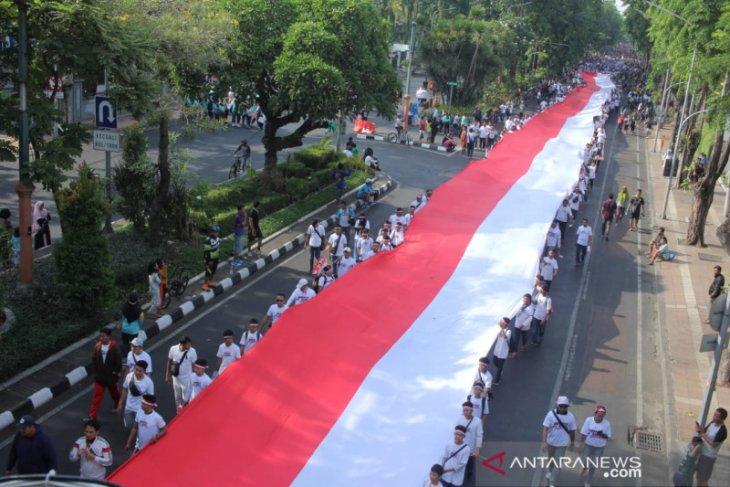 Parade merah putih di Surabaya sambut pelantikan presiden (Video)