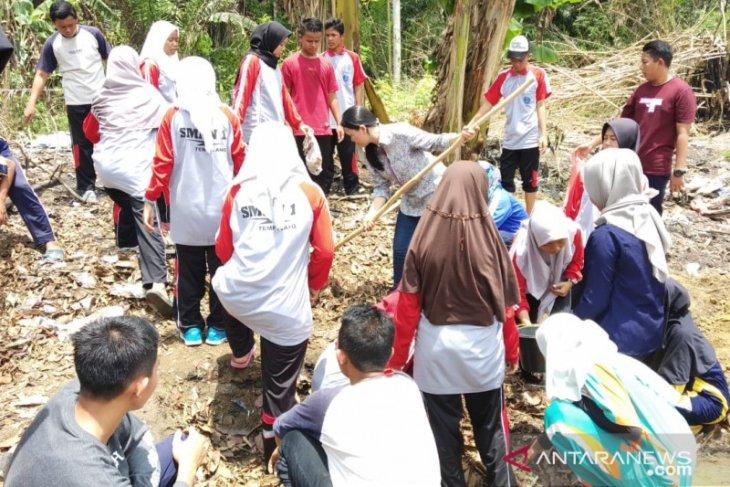 LSM Laskar Hijau Babel latih siswa kelola sampah