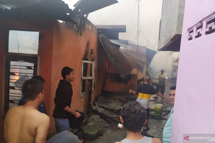 Kebakaran di Jalan Sentosa Lama Medan, puluhan rumah hangus