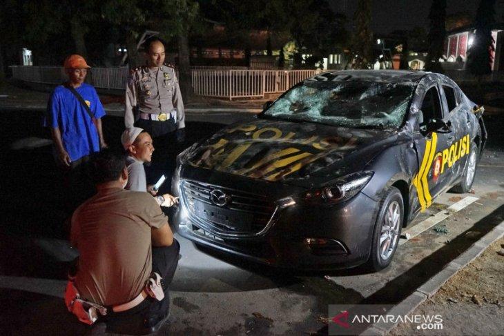 Kericuhan PSIM Yogyakarta kontra Persis Solo, dua mobil polisi jadi sasaran suporter