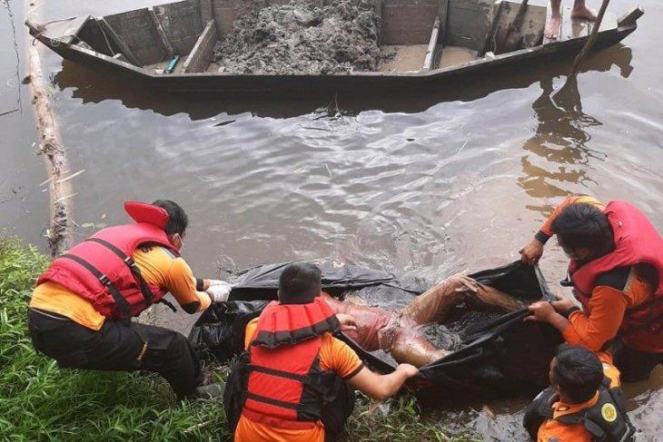Sesosok mayat pria ditemukan telungkup di Sungai Lubuk Tukko Tapteng