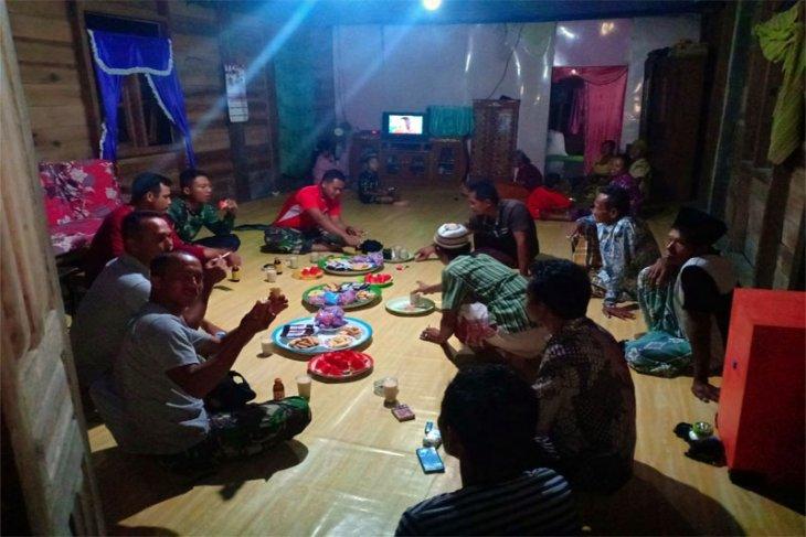 Satgas TMMD Kodim 0314/Inhil Juga Bersilaturahmi Dengan Masyarakat Desa