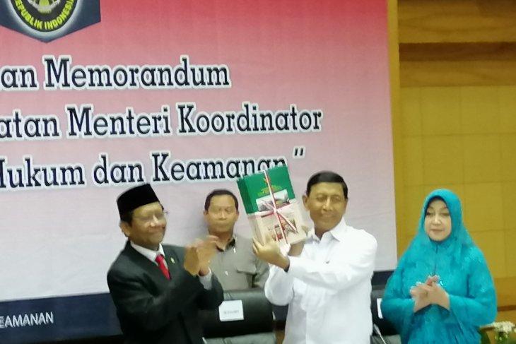 Wiranto Sertijab Menko Polhukam kepada Mahfud MD