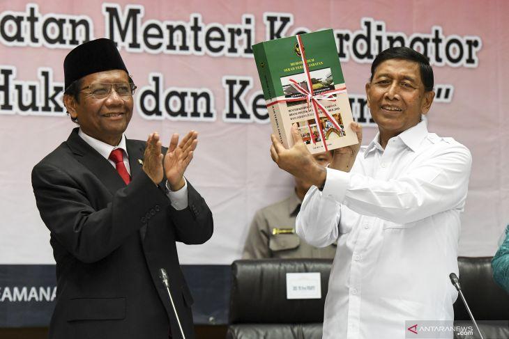 Wiranto Sertijab Menko Polhukam ke Mahfud