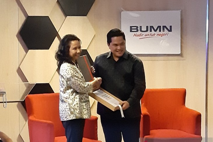 Rini Soemarno berpesan ke Erick Thohir tuntaskan holding BUMN