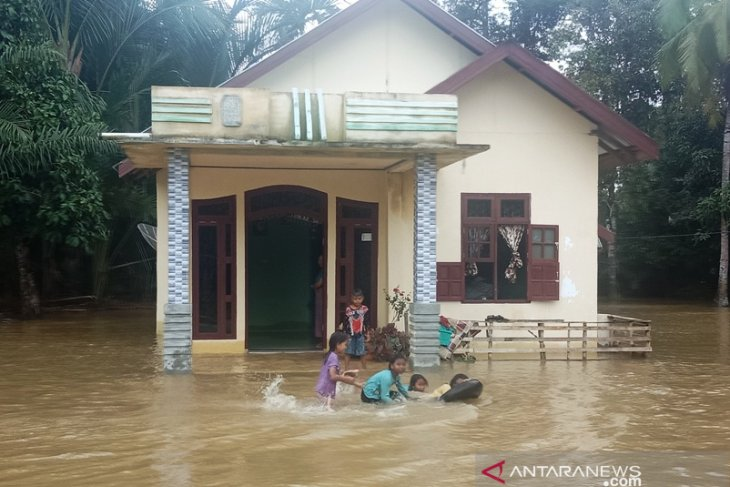 Over one thousand people affected by West Aceh flooding