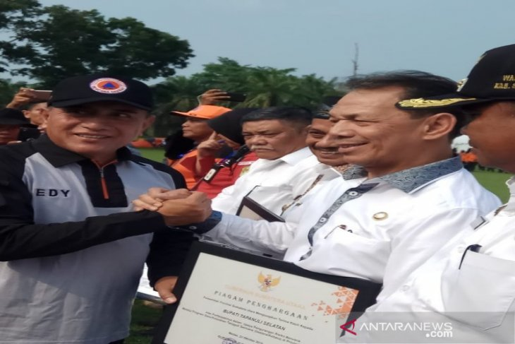 Tanggap bencana, Gubsu beri penghargaan kepada Bupati Tapanuli Selatan