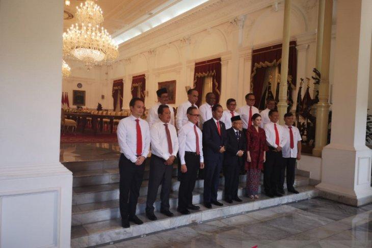 President Jokowi installs 12 deputy ministers