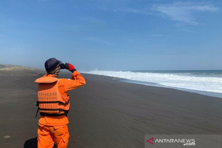 Petugas gabungan cari nelayan hilang di laut Tasikmalaya