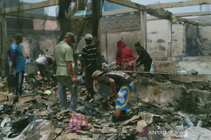 Kebakaran Pasar Jatisari, Pemkab Karawang akan relokasi pedagang