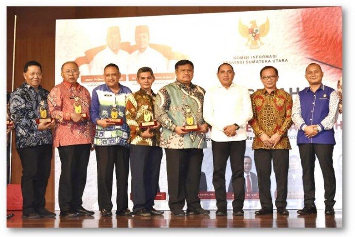 Pemkab Tapteng dianugerahkan sebagai Badan Publik Informatif tahun 2019
