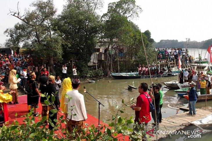 Masyarakat pesisir Surabaya peringati Sumpah Pemuda (Video)