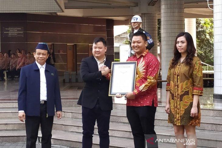 Marketplace Solusi Duka buatan alumnus UK Petra dapat penghargaan MURI