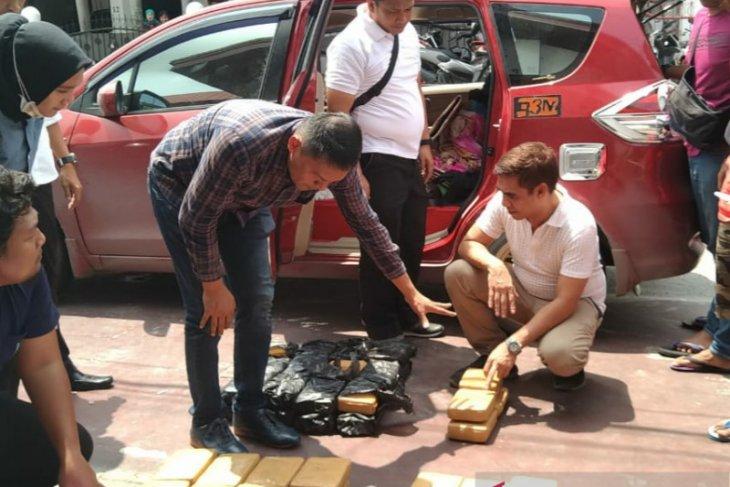 Polisi Riau bongkar peredaran puluhan kilogram ganja