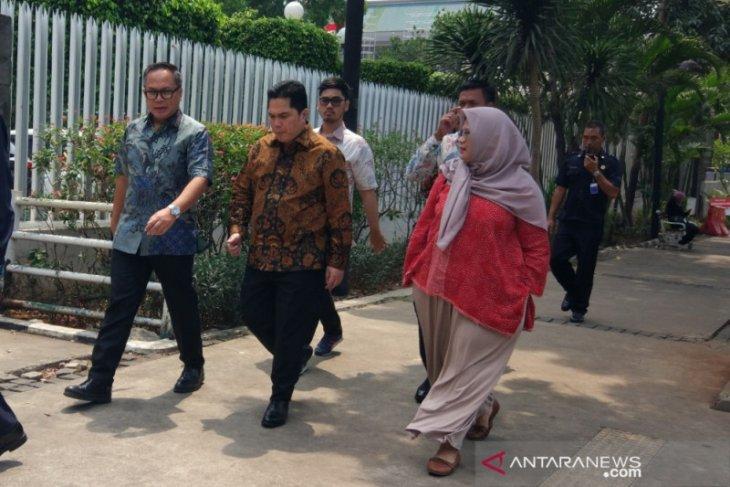 Erick Thohir jalan kaki ke kantorGubernur DKI bahas integrasi transportasi