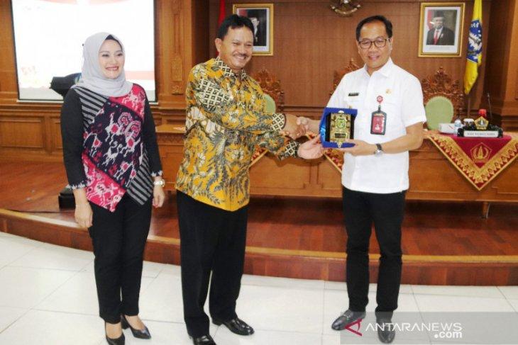 Pemkot Madiun pelajari pengadaan laptop gratis di Badung