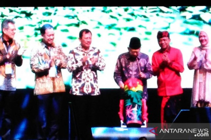 Amin departs for Denpasar to open Indonesian Palm Oil Conference