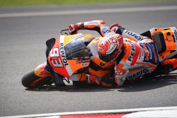 Marquez uji coba rem belakang model baru, Rossi kompetitif di Sepang