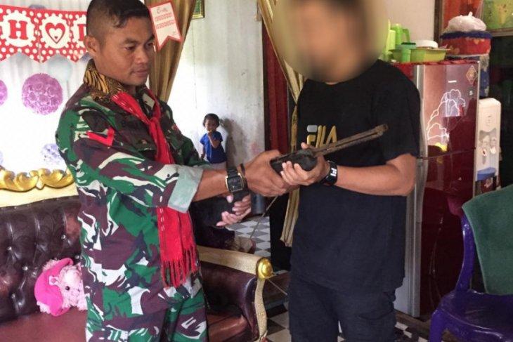 Satgas 734SNS terima penyerahan senjata api sukarela dari warga Ternate