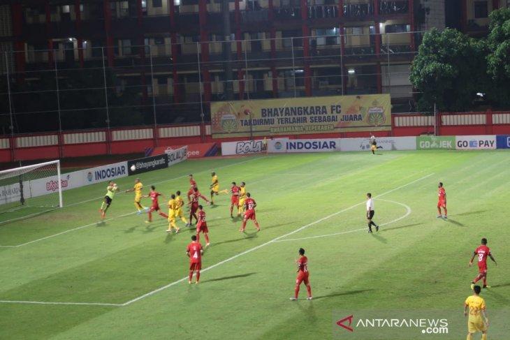 Gol Herman Dzumafo di menit akhir gagalkan kemenangan Semen Padang atas Bhayangkara FC