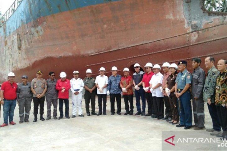 Menkumham resmikan galangan kapal di Gunungsitoli