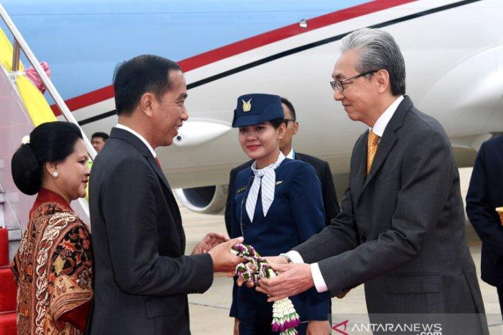 Presiden Jokowi tiba di Bangkok disambut Dubes RI