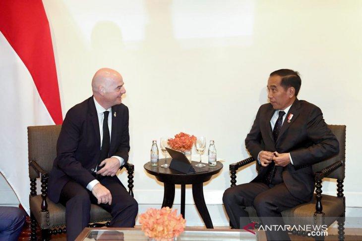 Bertemu Presiden FIFA,  Jokowi sebut 10 stadion siap untuk Piala Dunia U-20