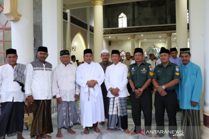 Bupati Aceh Barat: kepala desa yang tidak aktifkan shalat berjamaah akan diberi sanksi