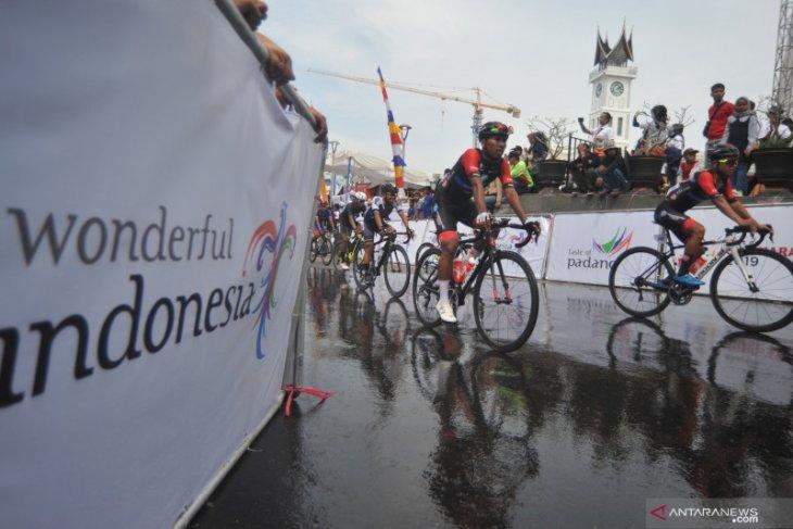 Tanah Datar accommodates Tour de Singkarak cyclists for four nights