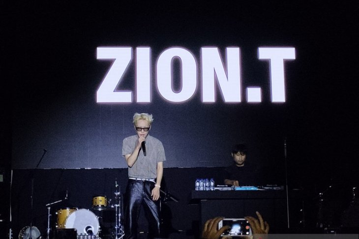 Zion emosional nyanyikan lagu saat encore