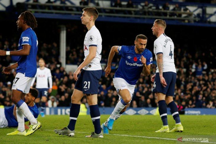 Spurs vs Everton imbang diwarnai insiden patah kaki Andre Gomes