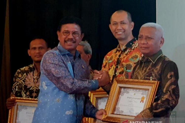 Kabupaten Asahan raih penghargaan Inovator terbaik Ke-II pengembangan SICANTIK Cloud Tahun 2019.